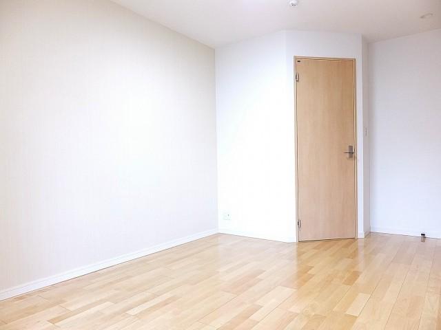 グランドメゾン目黒 8.3帖洋室