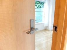 グランドメゾン目黒 5.7帖洋室ドア