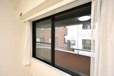 パレ・エテルネル 6.5帖のベッドルーム窓