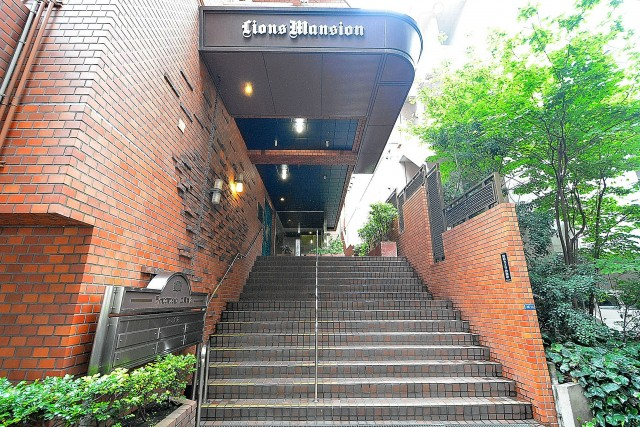 ライオンズマンション広尾第2 エントランス階段
