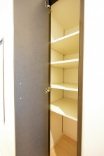 ライオンズマンション広尾第2 4.5帖のサービスルーム廊下収納