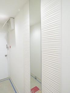 プライム赤坂 玄関横の鏡