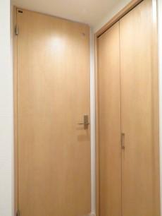 プライム赤坂 洗面室とシューズBOX扉
