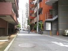 西新宿ダイヤモンドパレス 前面道路