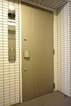 プレジール新宿大久保 玄関
