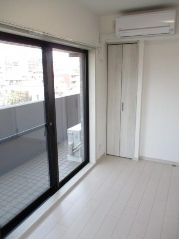 ライオンズプラザ石川台 7洋室の窓エアコン
