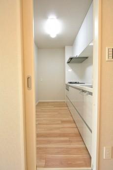 朝日プラザ上北沢 3.0帖の独立キッチン