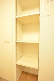 築地永谷コーポラス 4.0帖洋室の収納スペース