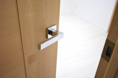 セブン築地 4.2帖サービスルームのドア
