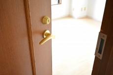 エステージ上野毛 7.4帖洋室のドア