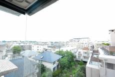 エステージ上野毛 7.4帖洋室の出窓眺望