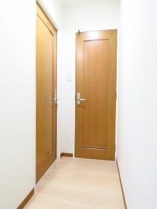 朝日シティパリオ島津山 トイレと洗面室扉