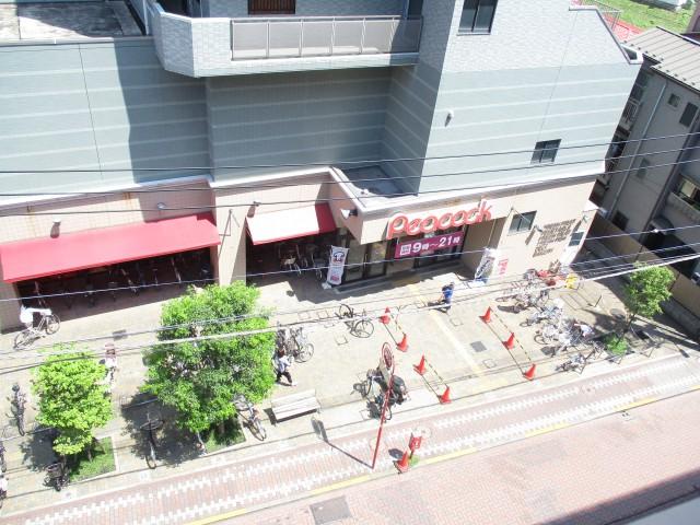 ライオンズプラザ石川台 11東バルコニーー下のスーパー