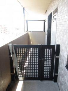 ライオンズプラザ石川台 1玄関ポーチ