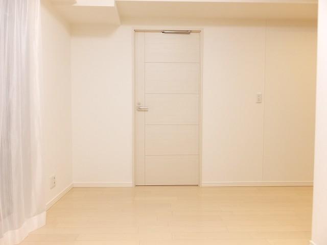 グローリオ明大前 洋室扉