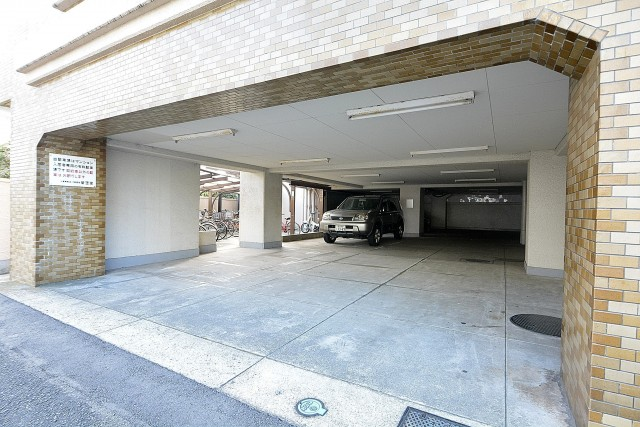 パラスト千歳船橋 駐車場
