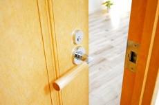 クリオ上北沢 6.2帖洋室のドア