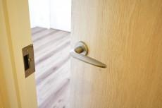 目白が丘マンション 5.5帖洋室ドア
