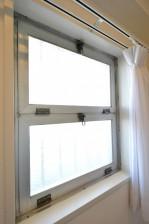 目白が丘マンション 5.5帖洋室WIC窓