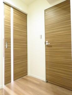 大森山王リハイム LDKと洗面室の扉