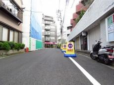 インペリアル赤坂壱番館 エントランス前道路
