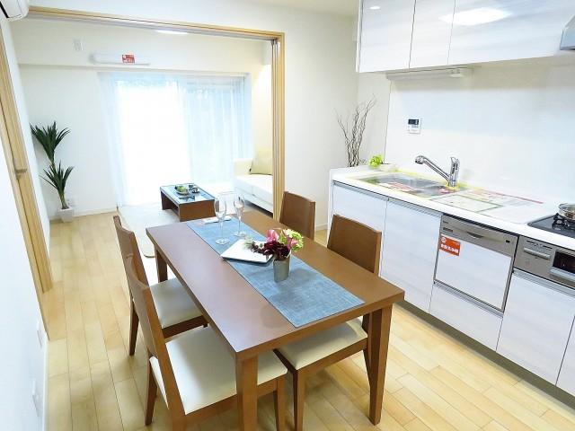 日商岩井碑文谷マンション ダイニングキッチン+洋室