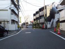 渋谷コーポ エントランス前道路
