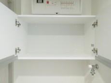 アルス代々木参宮橋コートアデリオン 洗濯機置場上の収納棚
