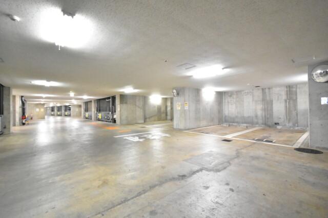 グレンパーク駒場 (32)駐車場・バイク置場