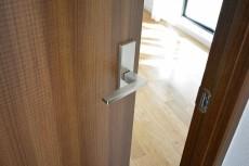 上北沢テラス 6.7帖洋室ドア