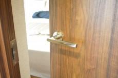赤坂台マンション 5.2帖洋室のドア