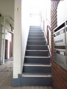 サンライズ弦巻 共用階段