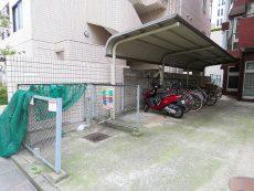 レインボー目白 ゴミ置場と駐輪場