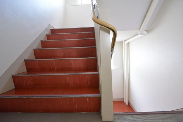 方南町セントラルマンション 階段