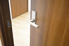 アルテール新宿 4.8帖洋室ドア