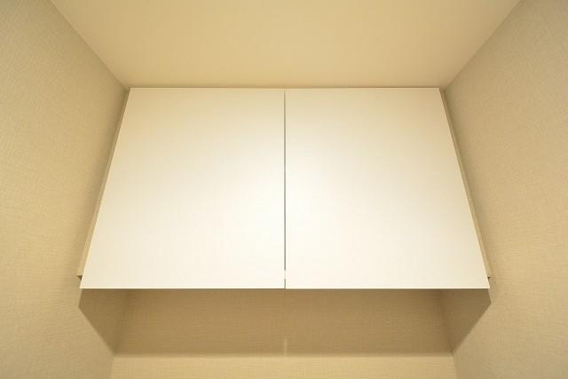 ヴィラロイヤル代々木 トイレ吊戸棚