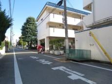 第一フォンタナ駒沢 エントランス前道路