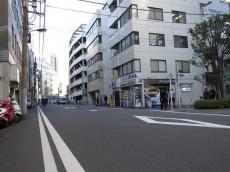 ライオンズ千代田三崎町 前面道路