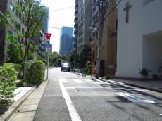 氷川アネックス2号館 前面道路
