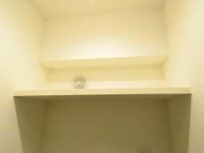 ライオンズマンション飯田橋 洗濯機置場上の棚