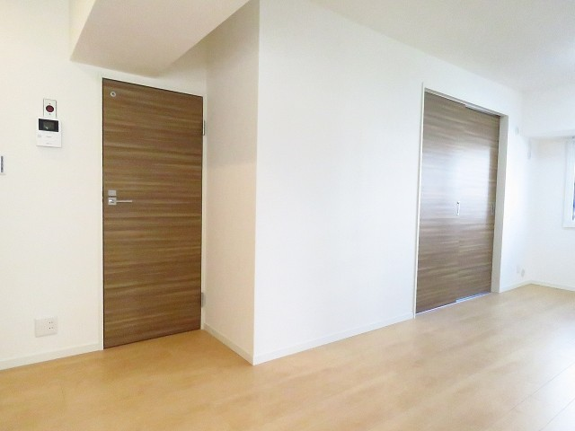 ルモン広尾 トイレと洋室扉