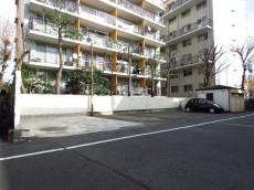 メゾン上野毛 駐車場