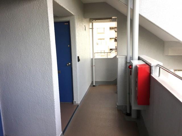 いづみハイツ芦花公園 外廊下
