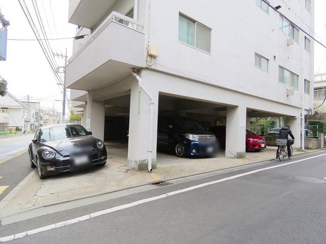 マコトパレス 駐車場