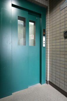 ユニーブル新宿西 玄関