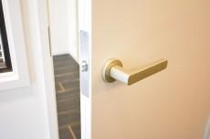 秀和第2北青山レジデンス 約4.0帖洋室のドア