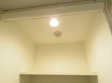 レックス神宮外苑 洗濯機置場の棚