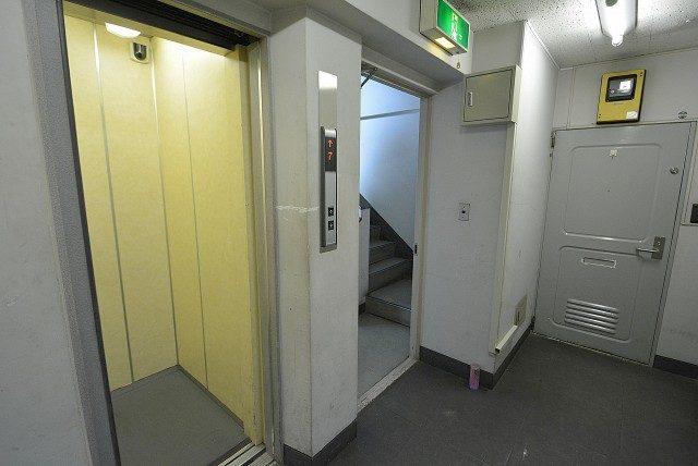 西麻布ハイツ701号室 玄関 (