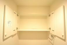 シャトー赤坂台 トイレの吊戸棚