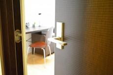 シャトー赤坂台 4.0帖サービスルームのドア
